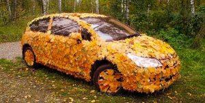 Автомобтль осенью
